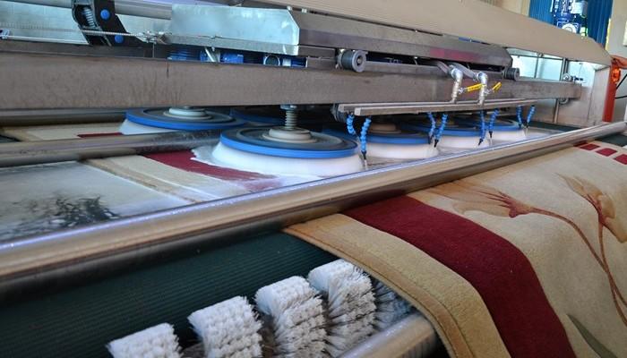 Услуги химчистки одежды, кожаных и меховых изделий