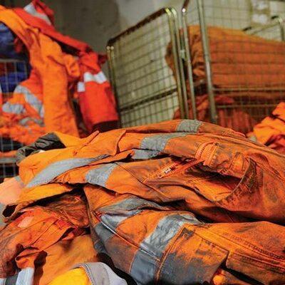 Стирка в прачечной рабочей одежды